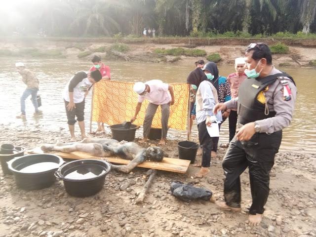 Penemuan mayat membusuk di sungai.