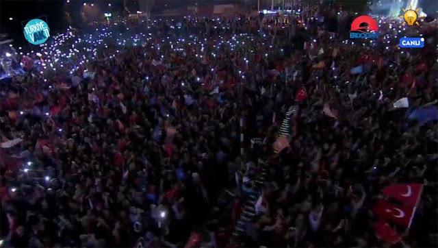 Tumpah Ruah, Rakyat Turki Rayakan Kemenangan Erdogan