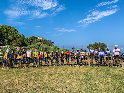 cycling tuscany coast full carbon road bike rental and shore guided excursions in Livorno hills Pisa Pise Italy