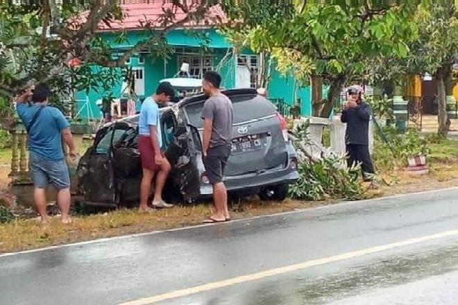 Kecelakaan Di Bone, Dosen Kampus di Soppeng Dilarikan Ke Puskesmas