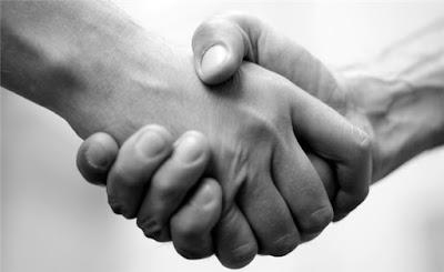 Hukum Berjabat Tangan (Bersalaman) Setelah Shalat