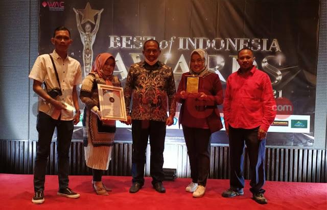 Lagi, Hj.Rizayati, SH, MM Penggagas Program Indonesia Terang terima Award