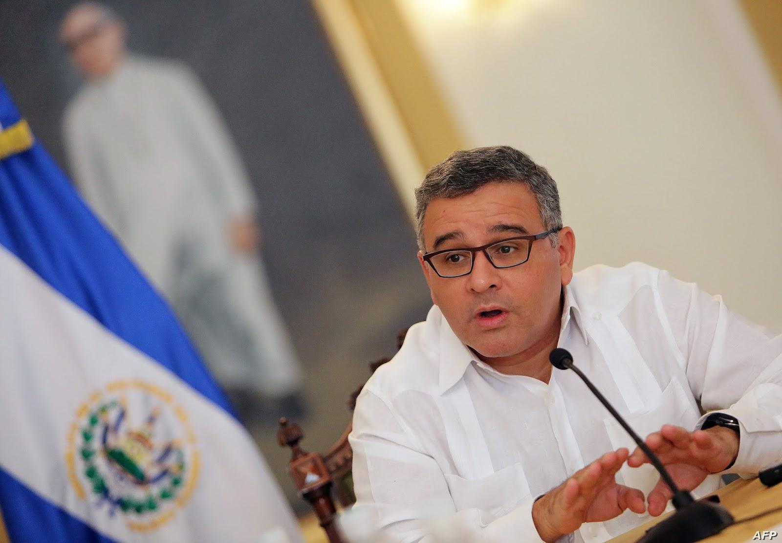 Fiscalía señala a Mauricio Funes de gastar $149.000 del erario público en servicios para sus mascotas