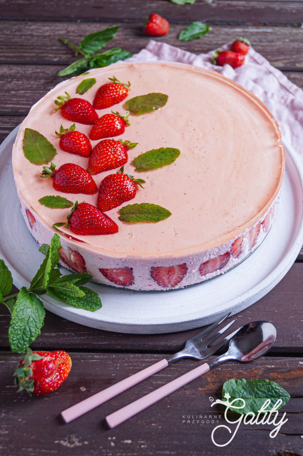 truskawki-w-galaretce-ciasto