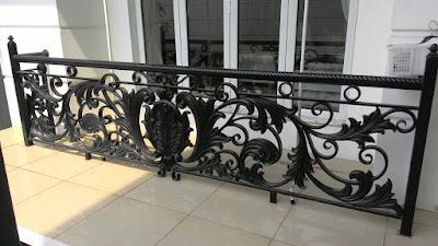 balkon klasik mewah