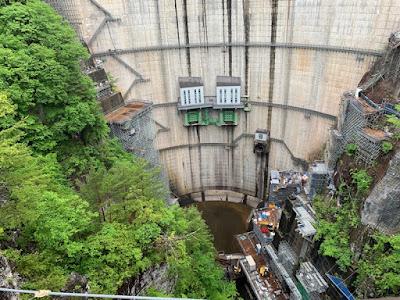 川俣ダムの底