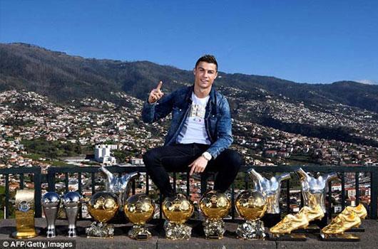 """Real loạn lạc: Ronaldo yêu sách """"trảm"""" 4 SAO, cấm cửa Neymar 1"""