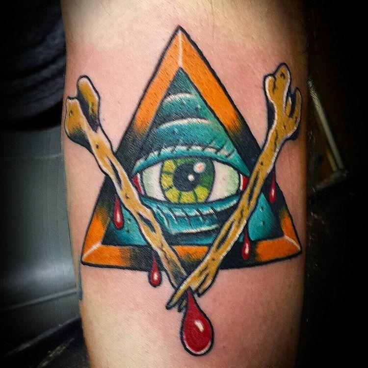 Pirámide de hueso colorido tatuaje
