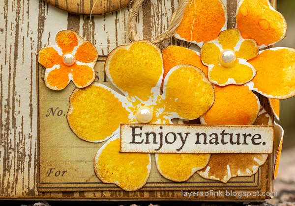 Layers of ink - Autumn Postbox Tutorial by Anna-Karin Evaldsson. Watercolor stamping with SSS Anna's Flowers.