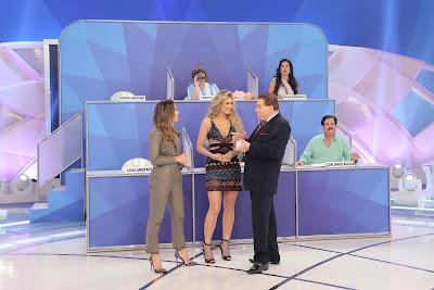 O apresentador e a turma do Pontinhos (Crédito: Lourival Ribeiro/SBT)