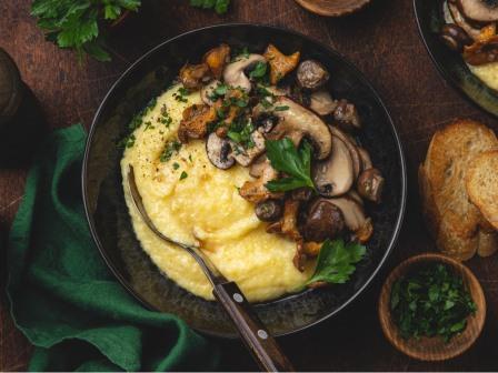 Creamy polenta and fried mushrooms