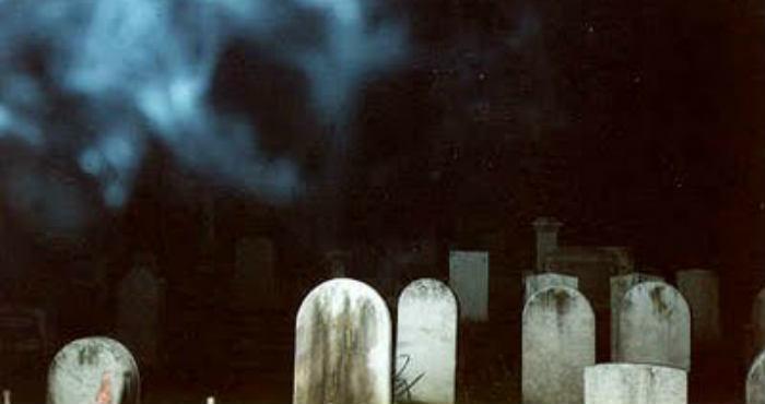 Hantu Kuburan Sempat Membuat Aku Linglung