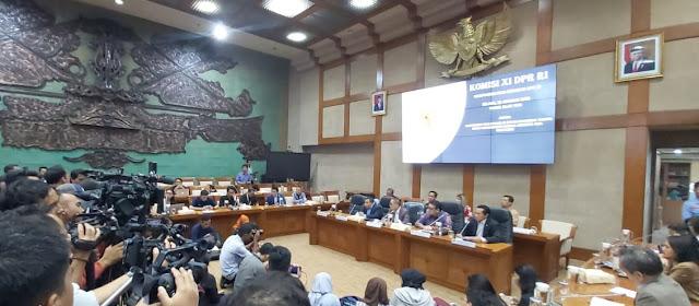 Komisi XI DPR Wacanakan Pembubaran OJK