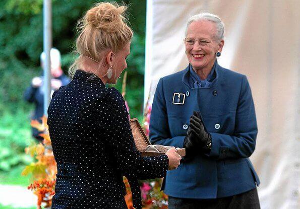 Rungstedlund Prize was awarded to author, journalist and adventurer Puk Damsgard. Queen Margrethe is patron of the Rungstedlund Foundation