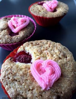 cakejes voor valentijn met marsepein framboos roze hartje
