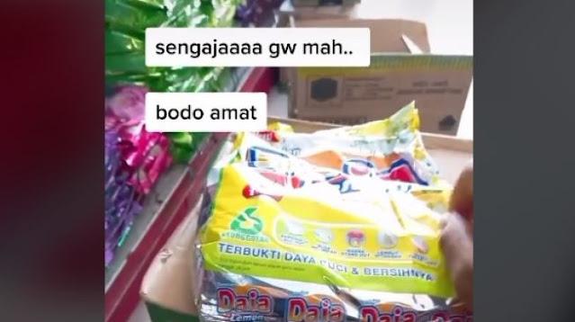 Viral Karyawan Minimarket Tusuk-tusuk Bungkus Diterjen, Alasannya Buat yang Ngerti Aja