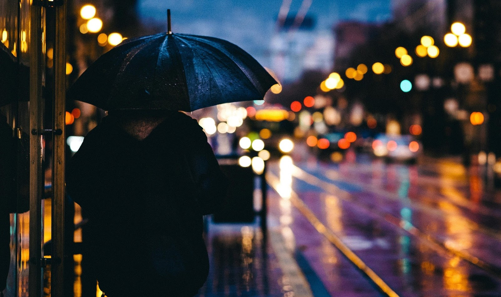 Suasana Hujan yang Menyenanglan. Cerpen
