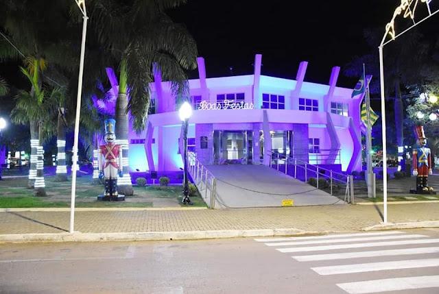 Luzes em prédio público