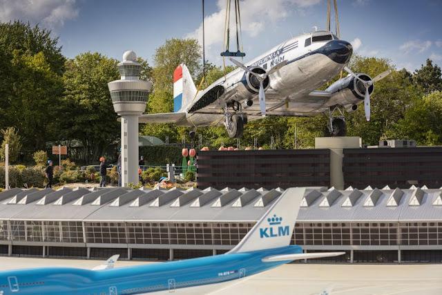 DC-3 da KLM em tamanho real é instalado em Madurodam | É MAIS QUE VOAR