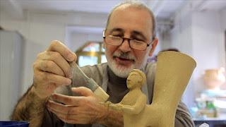 أتراك يستنسخون آثار حضارات الأناضول بالخزف(فيديو)