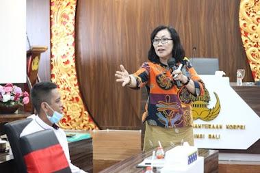 Santy Sastra Berbagi Materi Public Speaking Etika dan Tata Krama Untuk Para Calon Dosen Tetap di Lingkungan Kesejahteraan Yayasan Korpri Bali