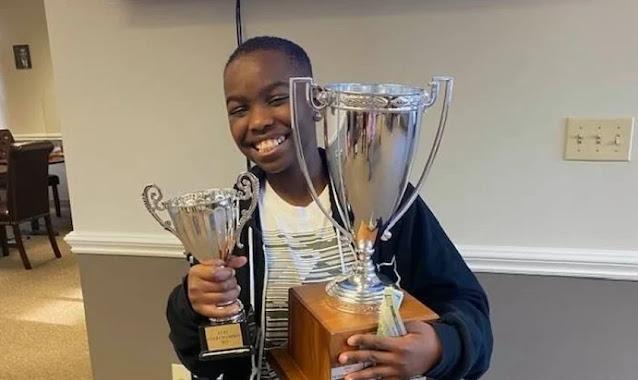 Refugiado cristão da Nigéria se torna o campeão de xadrez mais novo dos EUA, aos 10 anos