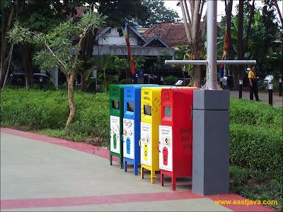 Tempat Sampah di Taman Bungkul