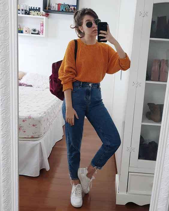 mom jeans e suéter de tricot