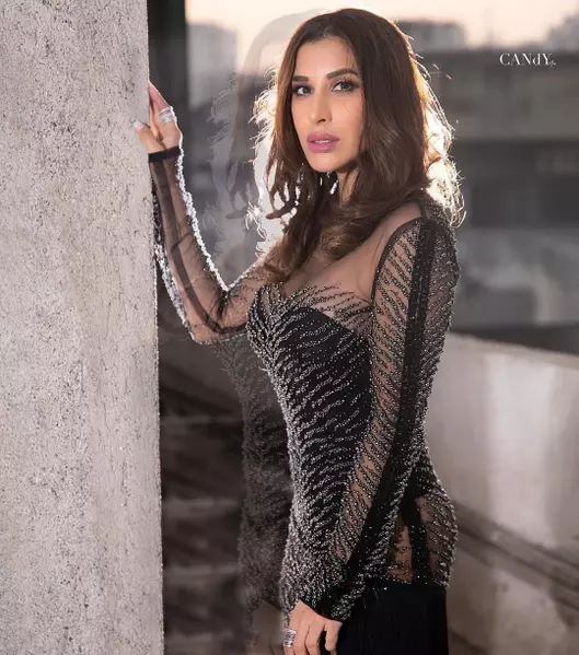 sophie-choudry-shows-off-her-bikini-body-in-super-sexy-photo