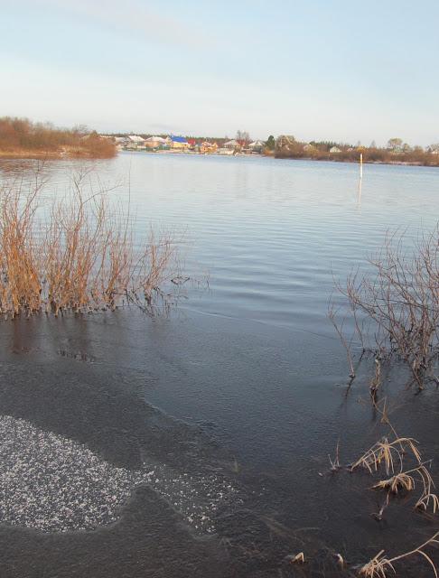 уровень воды в реке очень высокий