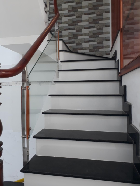 Bán nhà mới xây hẻm 2549 Phạm Thế Hiển phường 7 Quận 8. Dt 4x15m
