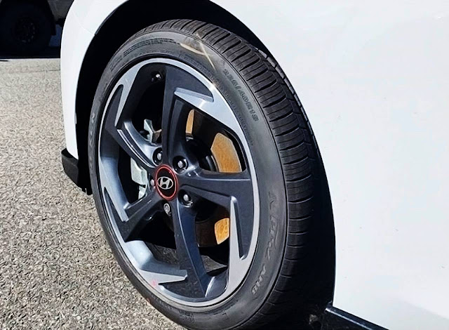 2020-hyundai-veloster-turbo-ultimate-rim-and-tire