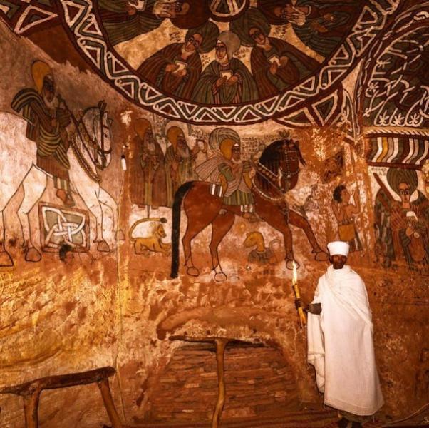 Interior de la Iglesia Abuna Yemata Guh en Etiopía