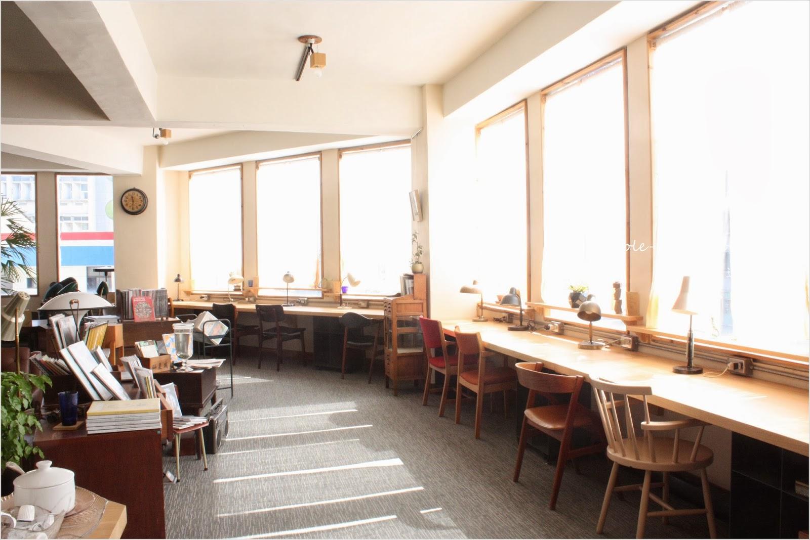 迷你.黑洞: [臺灣.臺南] 像圖書館一樣的咖啡店:Room A