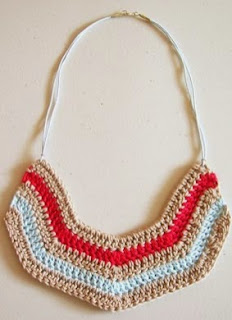 http://chabepatterns.com/free-patterns-patrones-gratis/jewelry-joyeria/striped-necklace-collar-a-rayas/
