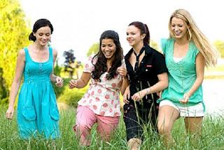 Kegiatan seru dengan jalan-jalan bersama teman anda yang masih single juga