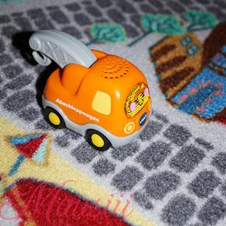 Auto auf Teppich