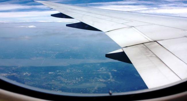 ثقب نافذة الطائرة واختلاف مستوى الضغط الجوي