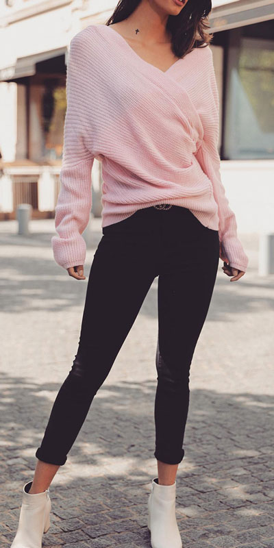 Fall in love this winter season with these cozy sweater outfits. Winter Fashion via higiggle.com | pink knit | #sweater #winter #fashion #knit