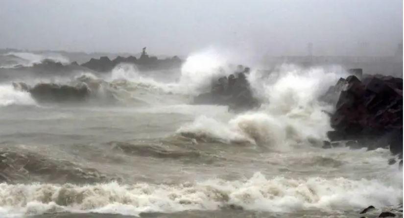 ताउते तूफान के बाद 'यास' तूफान ले रहा है विकराल रूप,ओड़िसा के तटीय इलाके में दिखने लगा असर