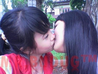 Foto Cewek Lesbian Remas Payudara