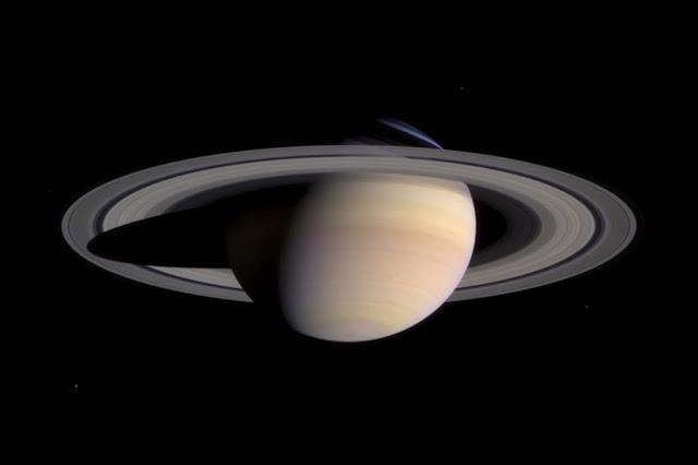 Hình ảnh được chụp bởi tàu Cassini vào ngày 21 tháng 10 năm 2012, khi nó nằm cách xa Sao Thổ khoảng 285 triệu cây số (khoảng hai lần khoảng cách từ Trái Đất đến Mặt Trời). Hình ảnh: NASA/JPL.