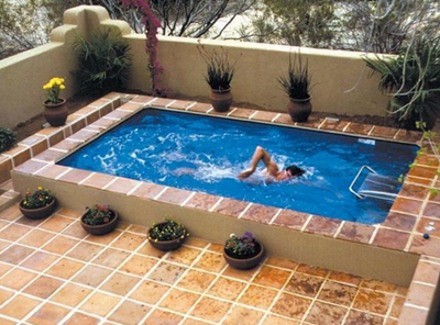 kolam renang kecil