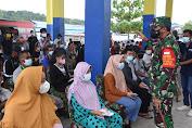 Pangdam XVIII Kasuari Tinjau Pelaksanaan Serbuan Vaksinasi di Pasar Wosi, Capaiannya Melebihi Target