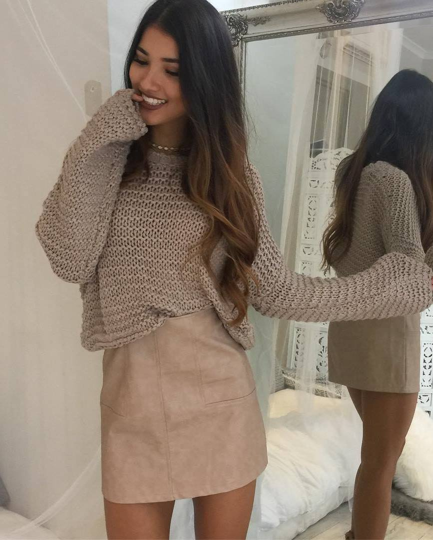 neutral outfit idea for this fall : knit sweater and skirt