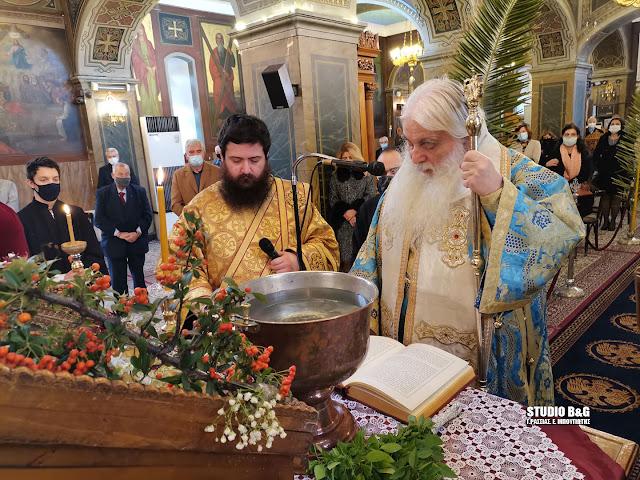 Θεοφάνια: Ο Αγιασμός των υδάτων από τον Μητροπολίτη Αργολίδας στον Άγιο Πέτρο Άργους