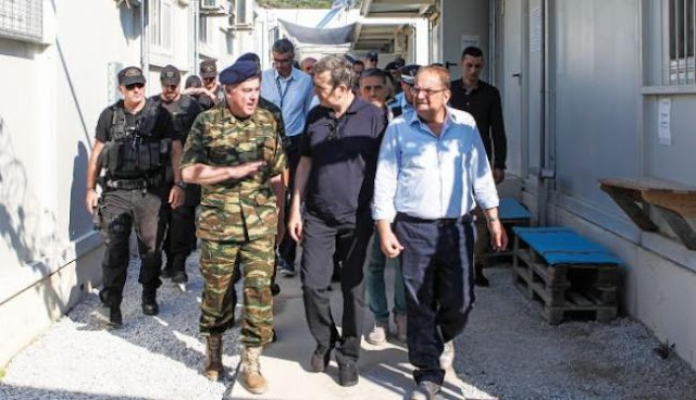 Ο Χρυσοχοΐδης πήρε πίσω αστυνομικούς από το Άγιο Ορος
