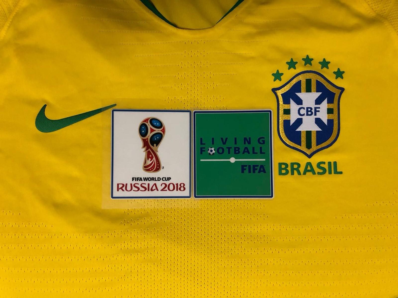 Seleção Brasileira recebe os patchs para as camisas da Copa do Mundo ... 69e8e8a4319d3