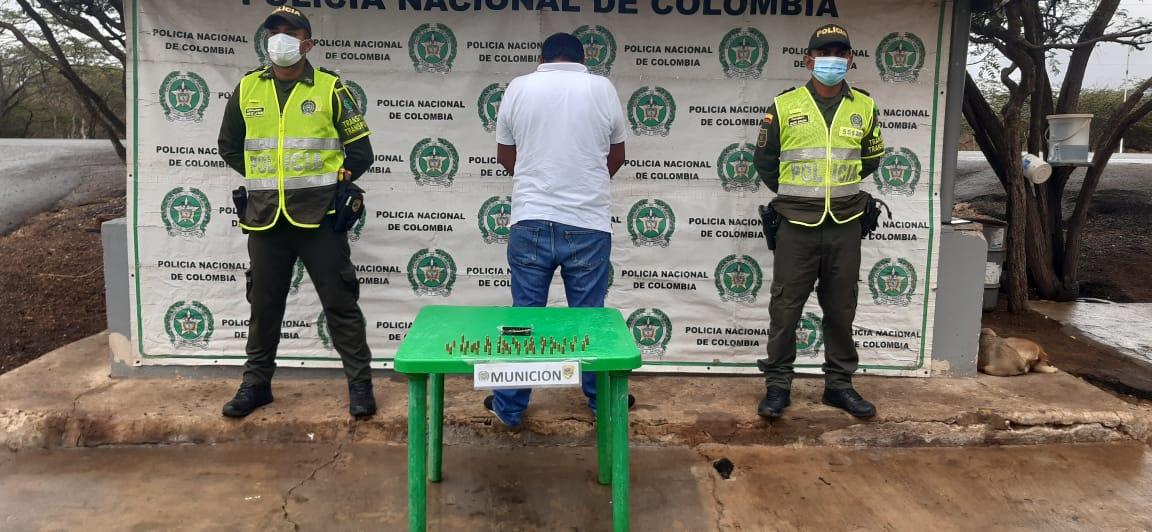 https://www.notasrosas.com/En la vía Riohacha - Paraguachón, capturan a un ciudadano con 50 cartuchos calibre 9 milímetros