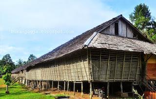 Rumah Panjang dari Kalimantan Barat